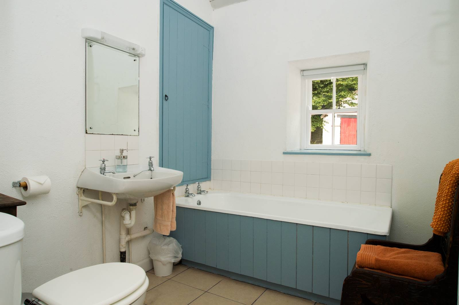 cottage_bathroom