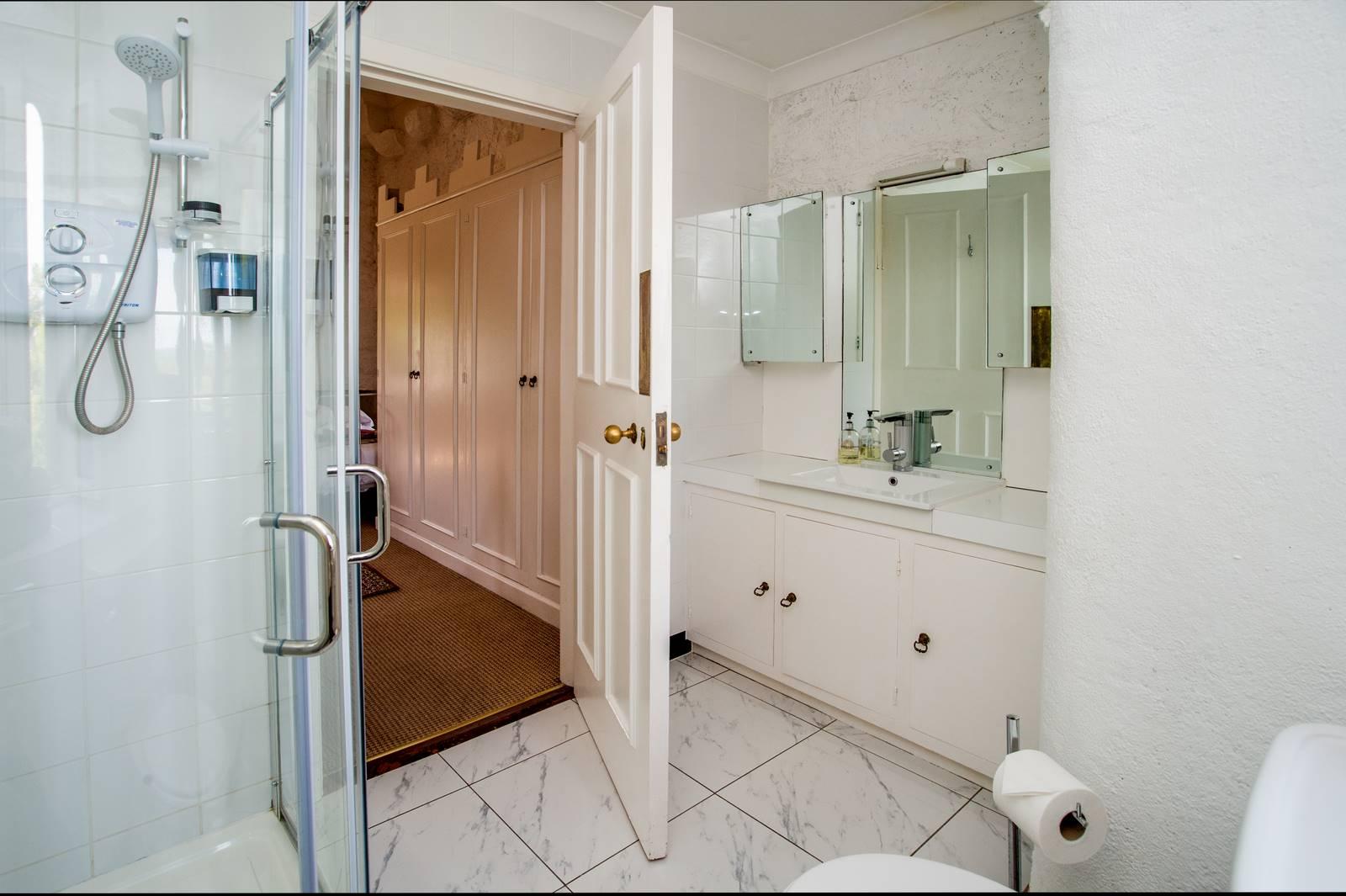 sabinas_room_bathroom